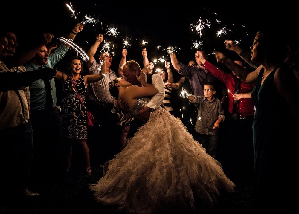 20 wedding sparkler burns for two minutes with minimal smoke